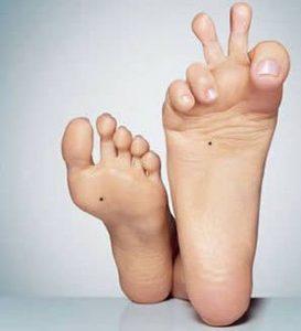 Nốt ruồi son lòng bàn chân mang nhiều ý nghĩa cho chủ nhân